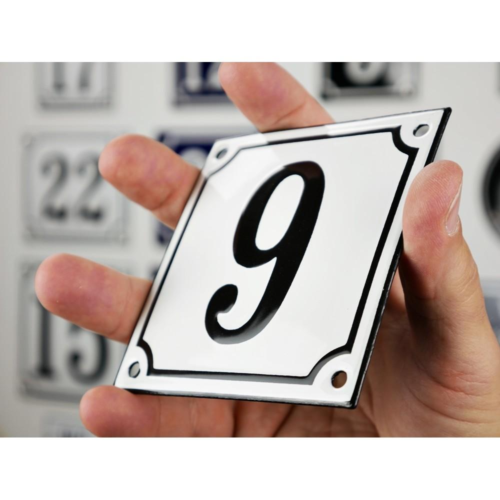 Emaljskylt 9 vit svart kupad och handtillverkad 10 x for 10 x 10 x 10